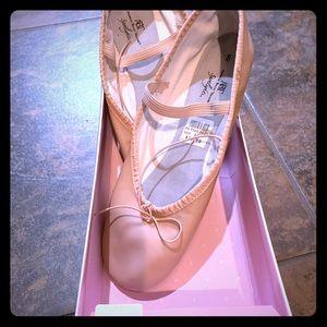 Shoes - Ballet pink shoes sz 8